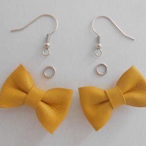 Kit pour boucles d'oreilles petits nœuds jaunes en cuir