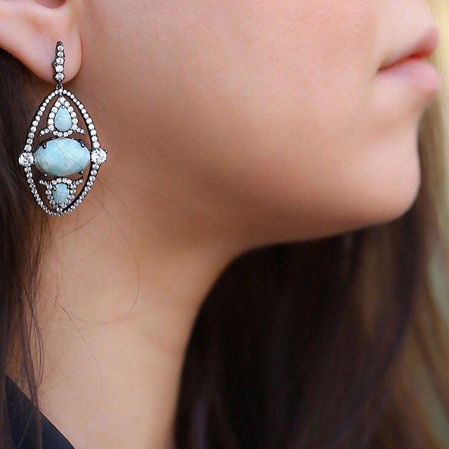 Gökyüzü kadar mavi... #khailo #khailosilver #khailocom #khailostili #gümüş #silver #moda #kadın #tasarım #moda #estetik #modern #küpe #şık #takı #takıtutkusu #aksesuar