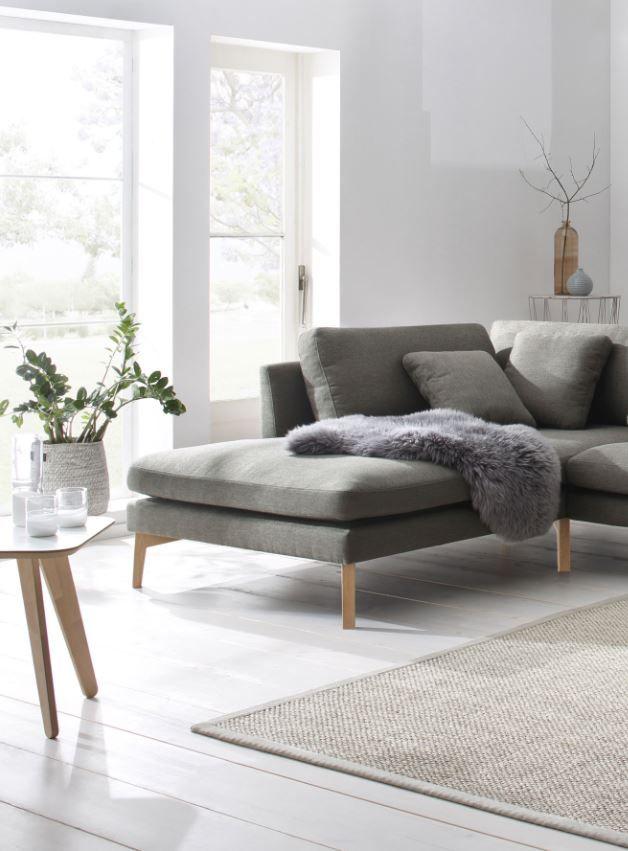 Skandinavisches Wohndesign Ist Gemütlich Und Stilvoll. Die Winter Im Norden  Sind Lang Und Dunkel,