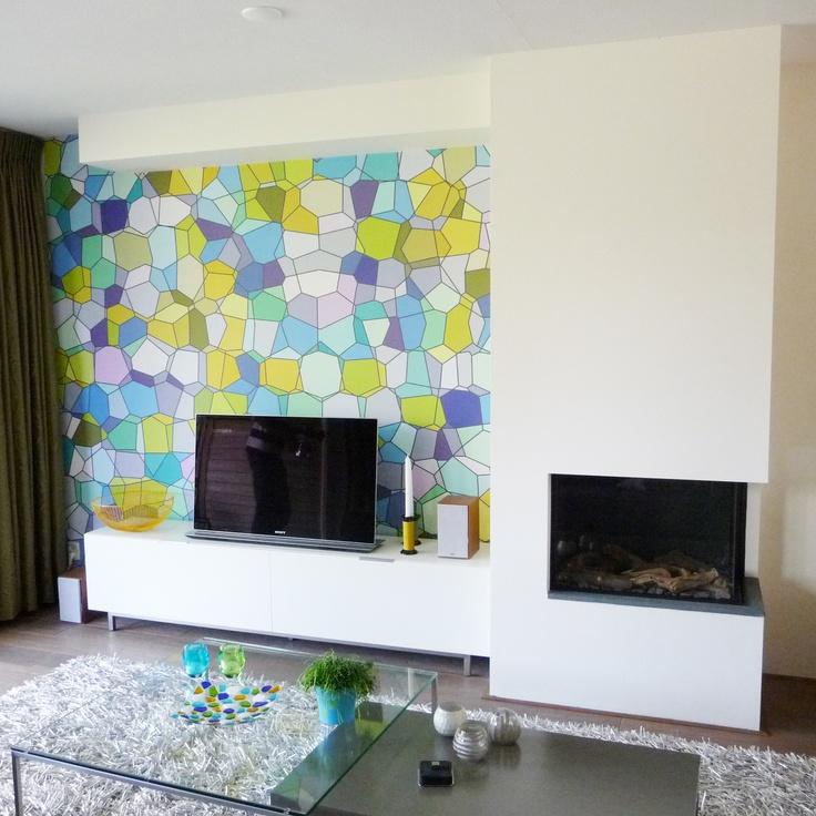 Nieuw interieur woonkamer met #gashaard, eyecatcher behang van #eijffinger door www.vdkl.nl