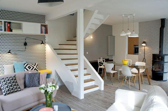 Rénovation maison : un séjour à la décoration scandinave - CôtéMaison.fr / Escalier