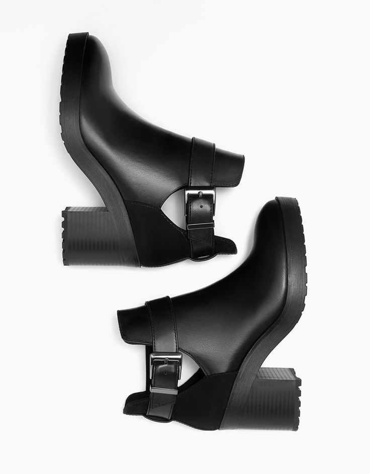 Mid heel cut out platform ankle boots. Discover this and many more items in Bershka with new products every week