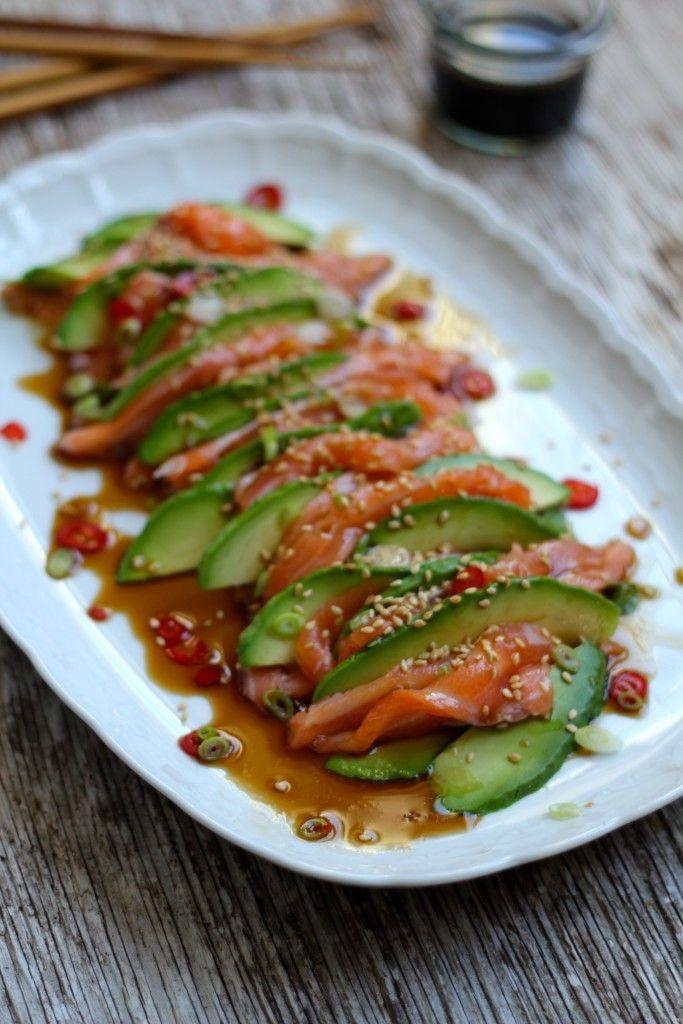laksesashimi med ponzu saus og avokado
