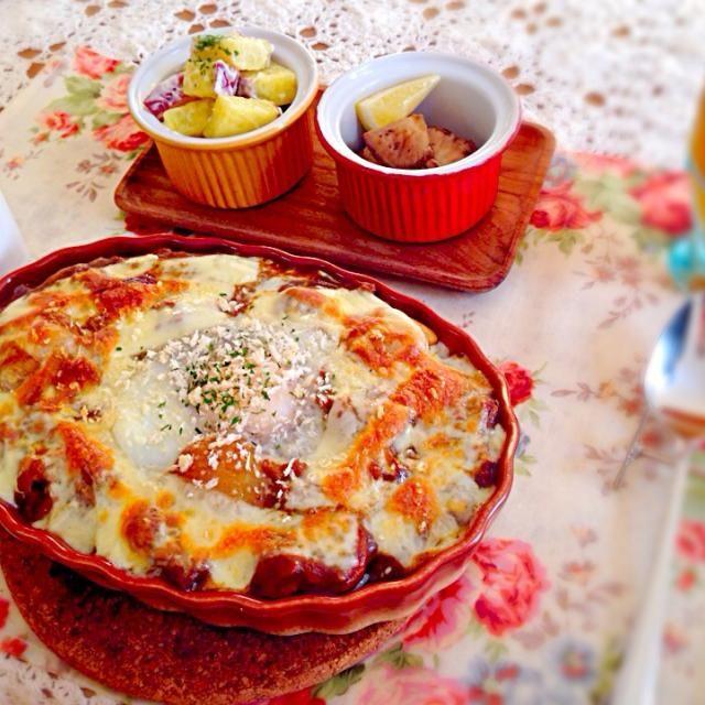余ったカレーでリメイク(*^o^*) - 17件のもぐもぐ - カレーの巣ごもりドリア&さつまいもサラダ&しいたけのバターソテー&わかめスープ by yoshioko27