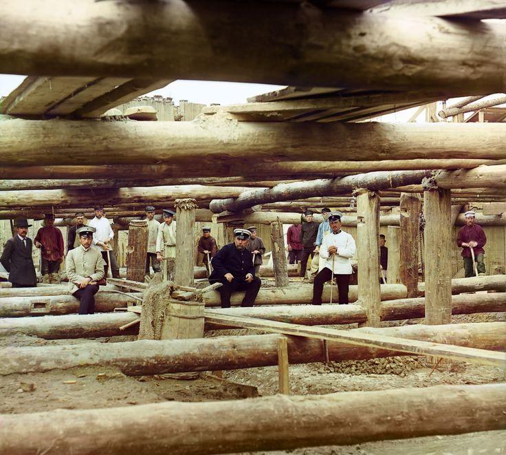 Бетонировка флютбета плотины, у села Белоомут, 1912 г.