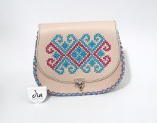 Tolba din piele naturala cusuta manual pe capac cu motiv traditional romanesc
