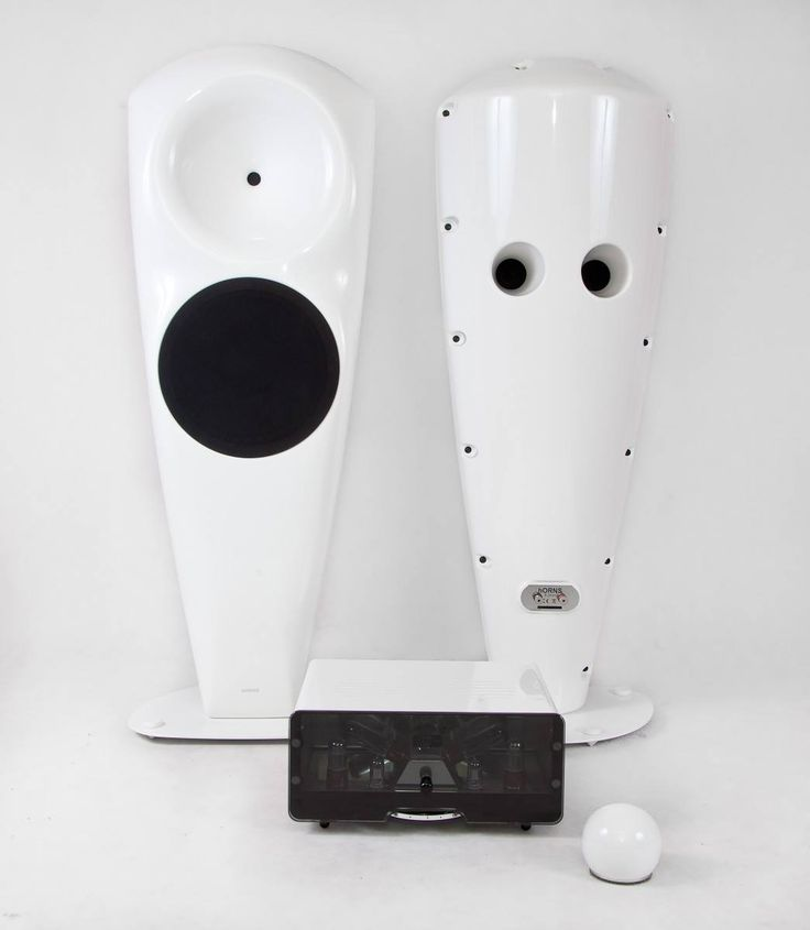Whiteness rulez! Egg-Shell valve amplifiers (plus spherical remote control) with hORNS tube-type speakers. All made in Poland.