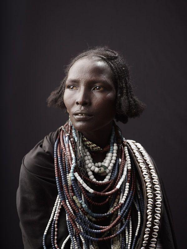 Украшения народов Эфиопии и Индонезии в фотографиях Joey Lawrence