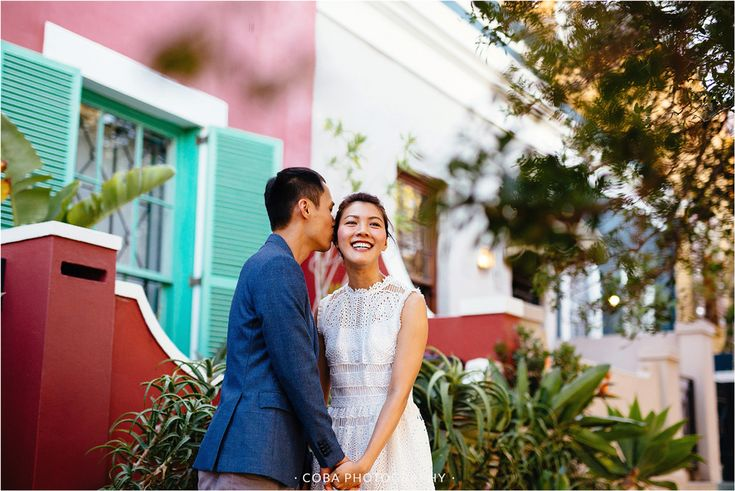 Engagement shoot photo ideas. Cape Town Engagement shoot. Photographer Cape Town. Colorful houses Cape Town.