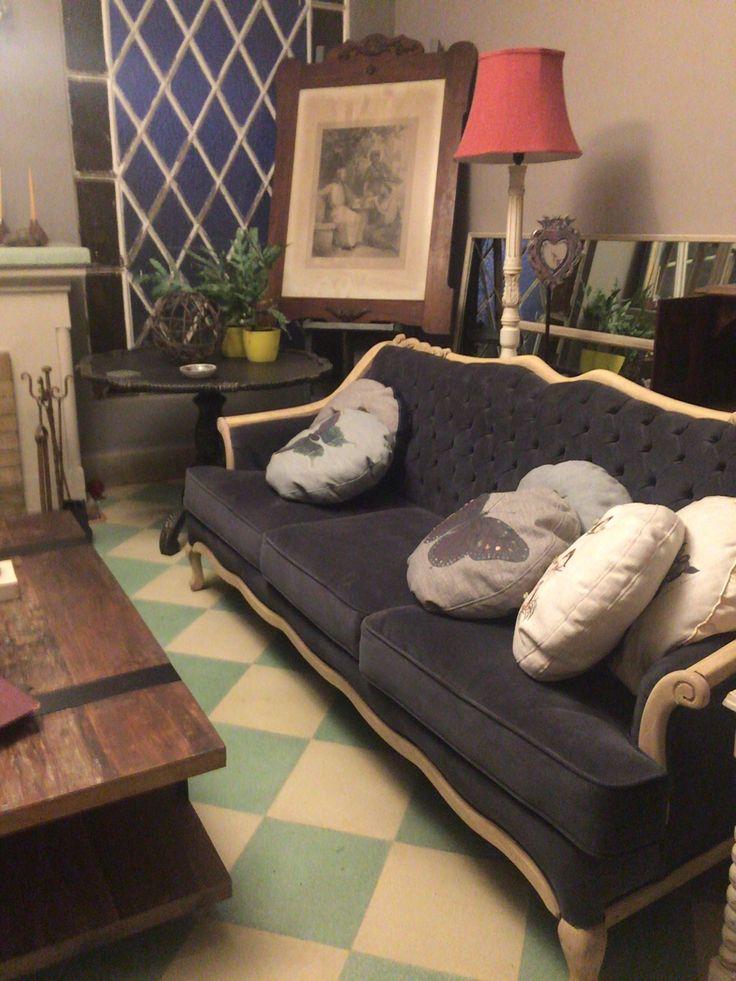 Sillón antiguo retapisado, decorado con cojines hechos a mano, todo by BERKANA Shop