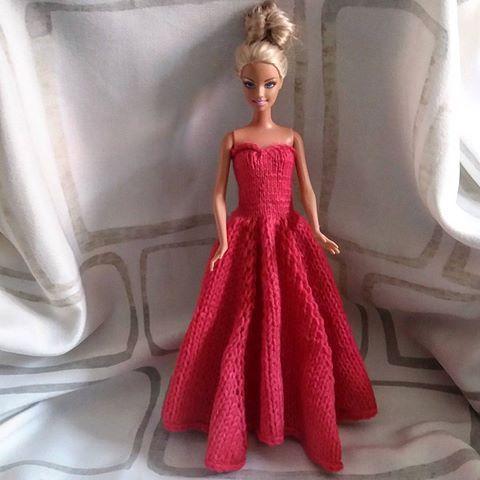 Ich hab Barbie ein neues Kleid #gestrickt. #ballkleid #barbie #prinzessin…