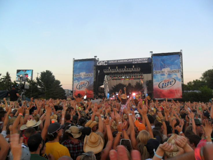 22 Artists, 4 Days, 1 Unforgettable Experience At Country Thunder - Tickets at CountryMusicOnTour.com