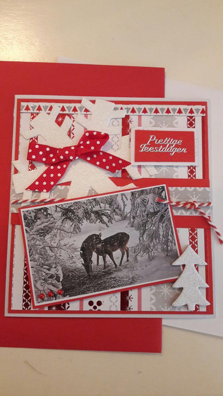 Kerstkaart gemaakt in rood en wit met hertjes