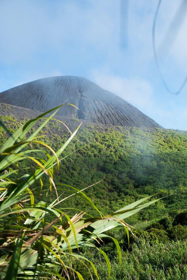 Ascensión al Volcan Gamalama de más de 1700  metros ascendidos desde el nivel del mar.
