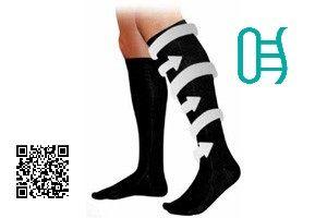 Tips para cuando trabajas mucho tiempo de pie  Usa calcetines de compresión. Los calcetines de compresión proveen respaldo a los músculos y a los vasos sanguíneos de la pierna baja, lo cual reduce el edema y la hinchazón y promueve una mejor circulación