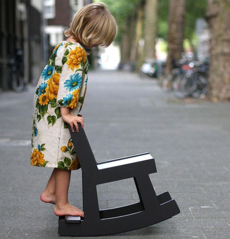 Stek schommelstoel http://www.designaanbiedingen.nl/da/stek_kinderschommelstoel_stek_kinderschommelstoel_hout_handwerk_WEProd.htm