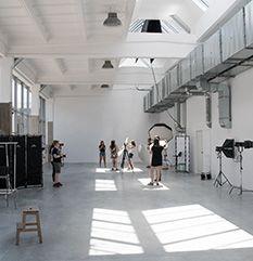 Jak przygotować pracownię fotograficzną – część 2, pomieszczenie. Wyjaśnia krok po kroku Michał Leja