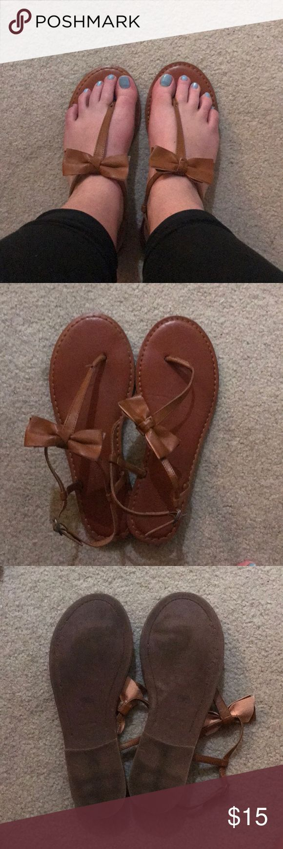American Eagle Brown Bow Sandals - Size 9 Super comfortable! In Great Condition!   American Eagle Brown Bow Sandals - Size 9 American Eagle Outfitters Shoes Sandals