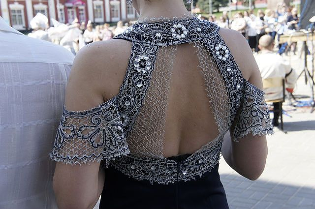 Crochetl would work beautifully for this design. ~CAWeStruck