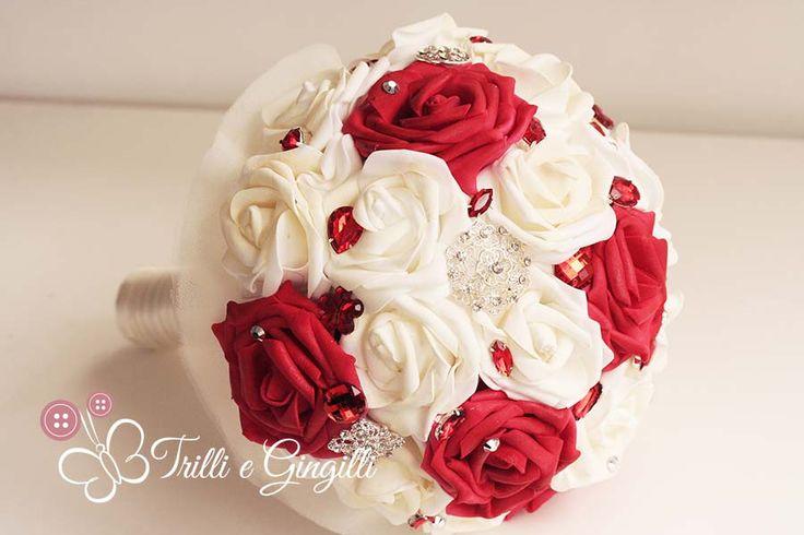 Bouquet di rose rosse e bianche gioiello. Red and white bouquet. Vuoi vedere altri bouquet simili? Vai su http://www.trilliegingilli.com/