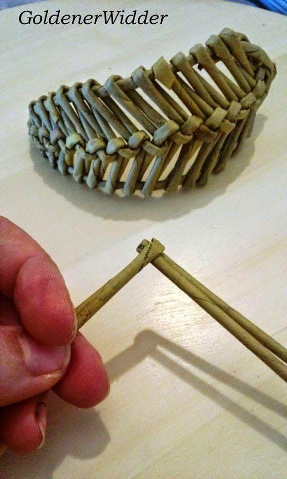 "Weaving newspaper tubes: Decorative braided element ""leaf"", ""wing"", ""pen""."