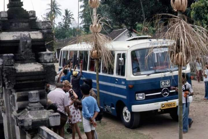 Mercedes, Bali 1975 (bus tourist)