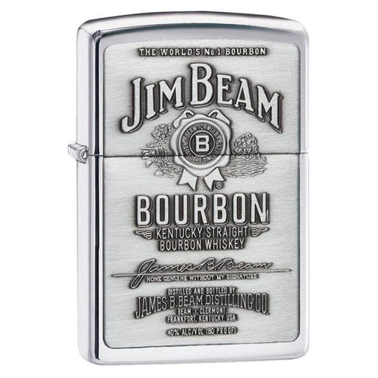 Оригинальная бензиновая зажигалка Zippo, посвященная всемирно знаменитому американскому бренду бурбона Джим Бим. Корпус зажигалки из полированной хромированной латуни, его передняя стенка украшена брендовой символикой и брендовым логотипом Jim Beam.ОСОБЕННОСТИ:Вся проду
