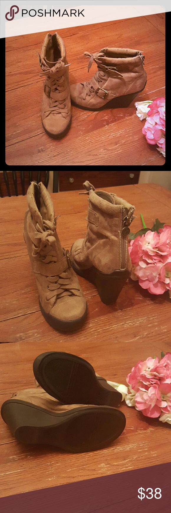 """❤Sale❤ [Simply Vera] Brown Heeled Boots Simply Vera Vera Wang Brown Heeled Boots Size 6.5 4"""" Heel Extremely Comfortable  Lightly Used Simply Vera Vera Wang Shoes Heeled Boots"""