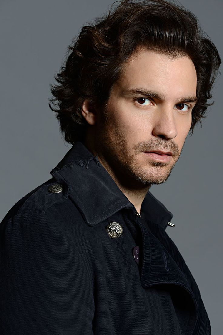 Santiago Cabrera born 5 May 1978 is a Venezuelanborn ChileanBritish actor most known for his roles as the character Isaac Mendez in the television series