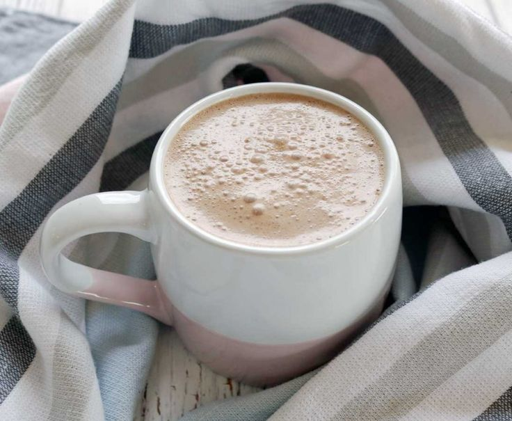 Healthy Hot Chocolate - dairy and refined sugar free and full of good nutrients to keep you healthy.