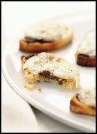 Crostini met truffelpasta en buffelmozzarella