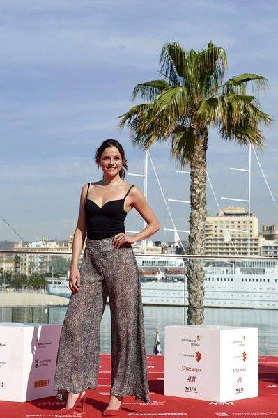Cristina Alarcón en el Festival de Cine de Málaga con pantalones palazzo BLUR de LOL & TONIC http://www.lolandtonic.com/products/blur-pants-3