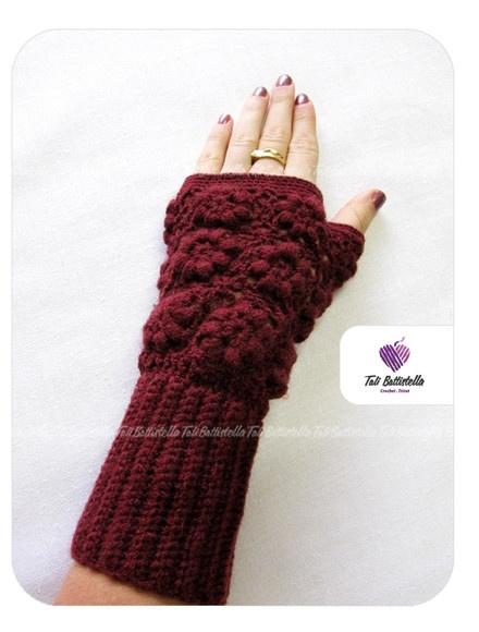 Luvas sem dedos em lã, feita em crochê com lindo motivo em florzinhas fofinhas, charmosas, delicadas e super femininas!!!