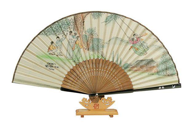 Traditional Folding Fan - Gneatwigy (Korean swing running)