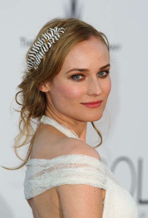 Diane Kruger's hair adornment is perfect for a holiday party! Talk about lazy girl tactics. All you need is a pretty clip-on and a smile. Done and done.