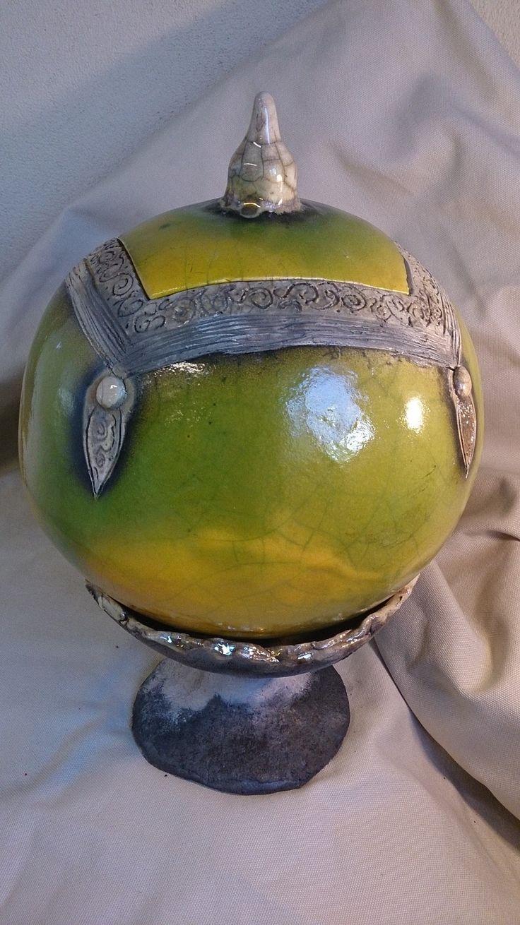 grosse boule en raku jaune et verte sur support enfumage et nitrate d'argent