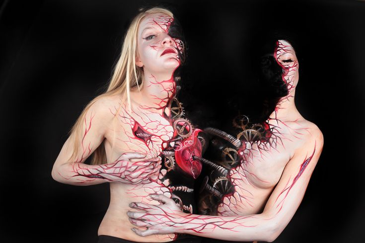 By Gesine Marwedel. Looks like a painting on a canvas but it's actually a painting on bodies! #BodyPaint