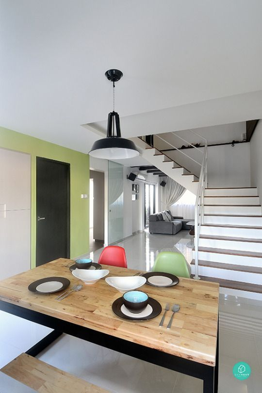 With its steeper prices, large footprint, and rarity, HDB maisonettes are like the Rolls Royce of public housing. They remain attractive options for families and couples who appreciate a little more space to themselves. Homeowners of these prized double-storey units also enjoy a lot more flexibility