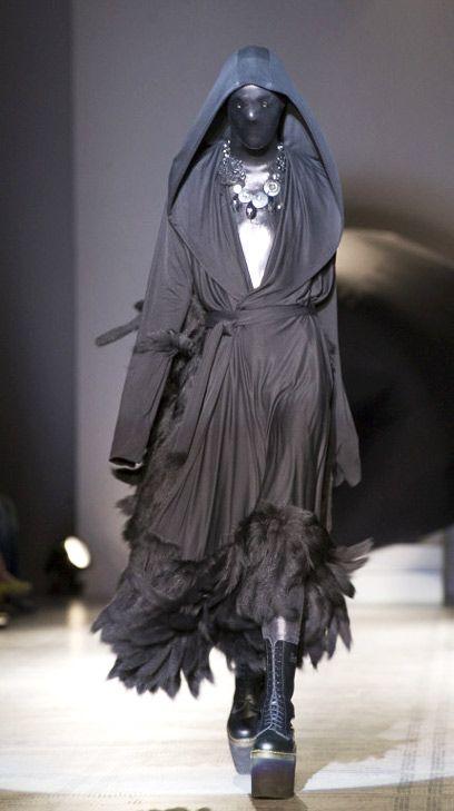 Gareth Pugh  V Fashion in Motion 2007