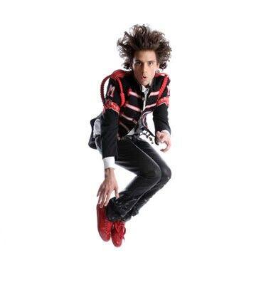 Mika jumping - Hege Saebjornsen photoshoot