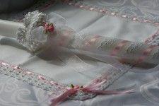 Świeca biała z różową różyczką