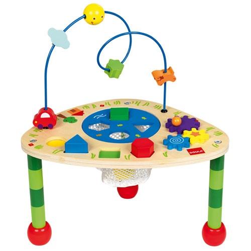 Une table de jeu pour les enfants, afin d'explorer plusieurs activités : encastrer les formes, apprendre les couleurs, déplacer les engrenages, faire glisser le soleil et la voiture.