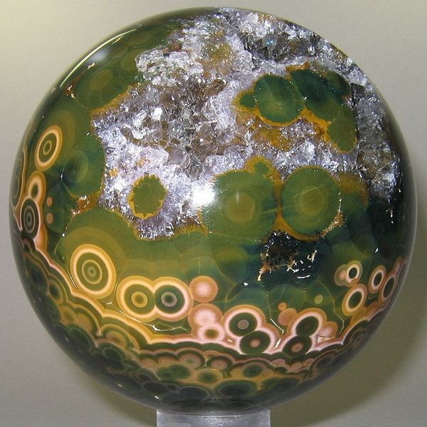 Jaspe Orbiculaire - Améthyste | Madagascar - Analalava. This site has the most beautiful spheres of stone.