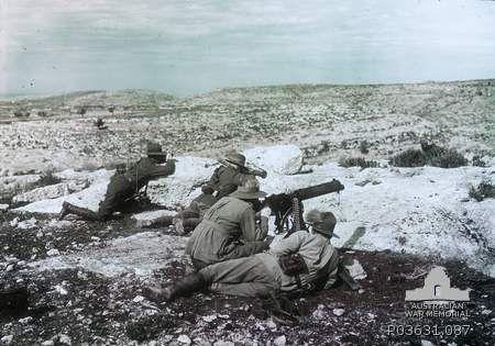 WW1. Four Australian soldiers with a machine gun, Palestine, 1917.