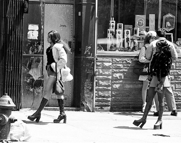 Prostitutes on the stroll – The Bowery, New York City 1970′s