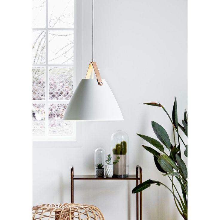 Pendel - Design for the People  Lampans namn, Strap, spelar mycket på lampans utseende. Hängremmen till lampan är en läderrem där du kan välja om du vill