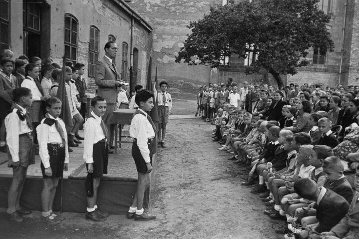Hermina út 23. Általános Iskola udvara 1949 körül. Fortepan.