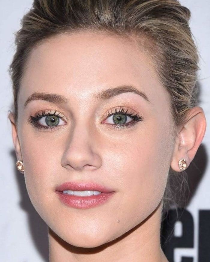 Lili Reinhart Lili Reinhart Makeup For Blondes How To Make Hair