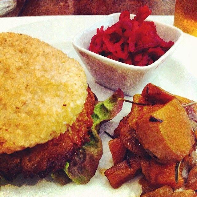 Bio for kids: the vegan burger we had in #valencia at Kampira Restaurant. Cosy kids corner in the first floor.