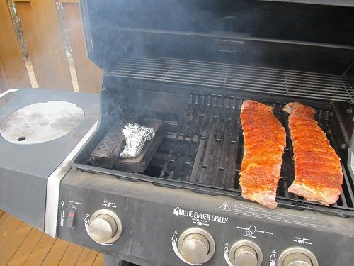 How to Make Ribs On a Gas Grill
